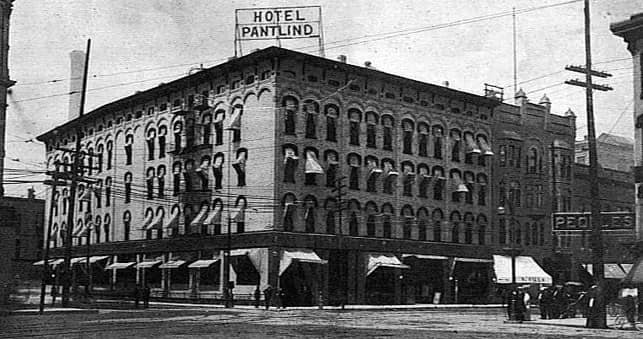 1916 Photo of the Pantlind Hotel