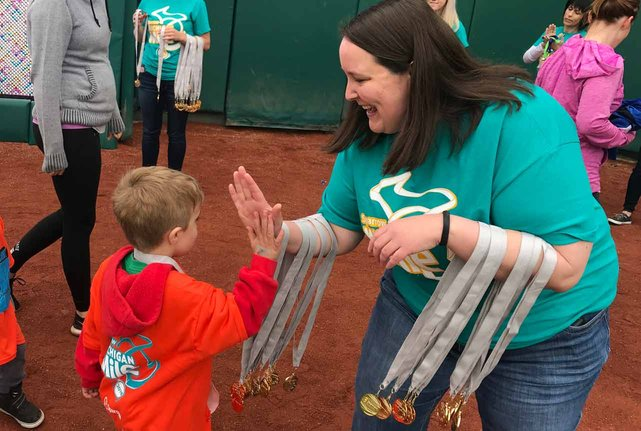 Photo of MSUFCU employee volunteering at a kids race