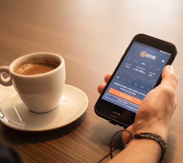 Customer Using Mercado Bitcoin on Smartphone